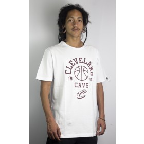 Camiseta New Era Essential Play Ball Cleveland Cavaliers Branco